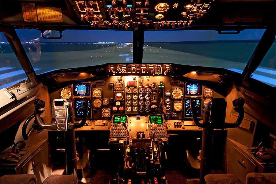 Come visitare la cabina di pilotaggio di un aereo