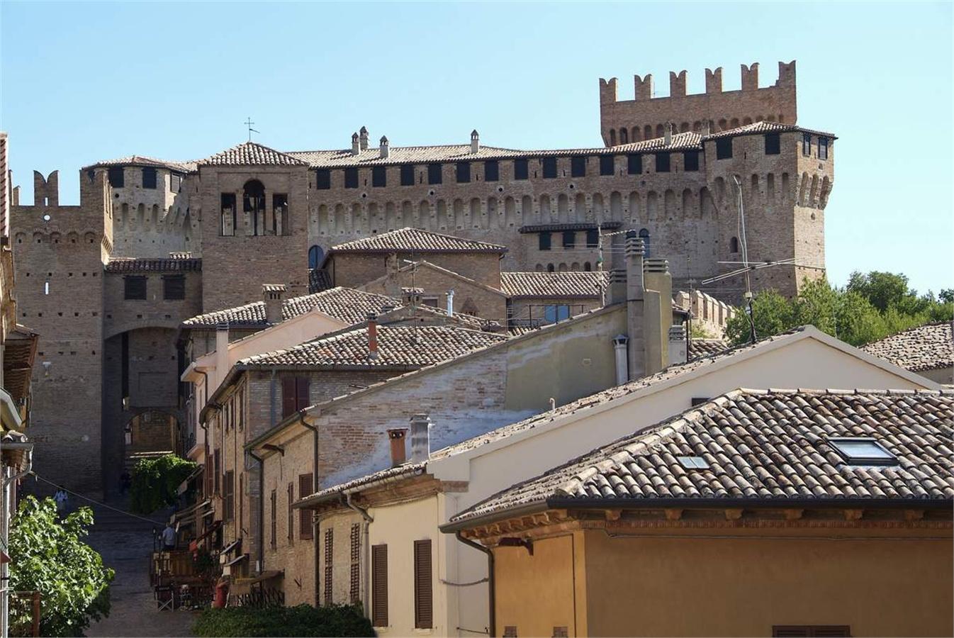 6. Castello di Gradara - Marche
