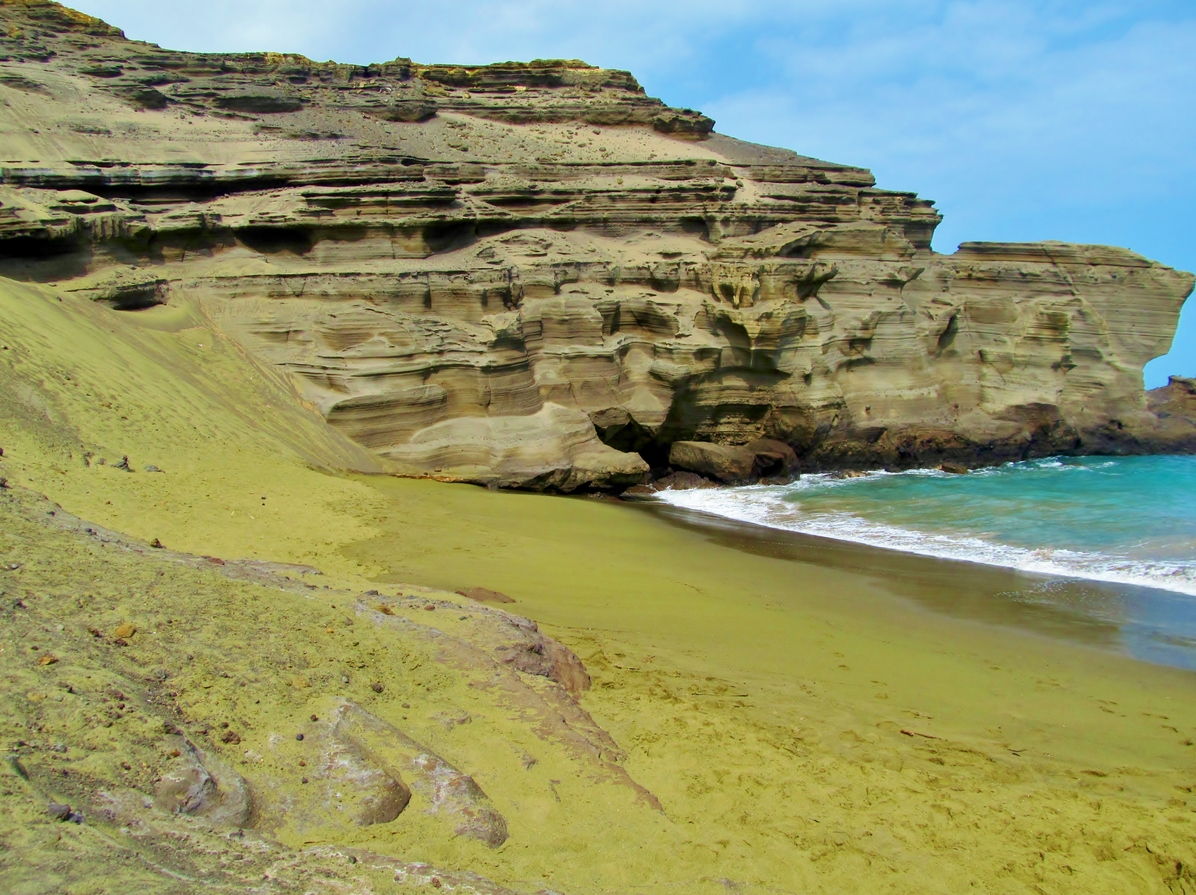 papakolea-green-sand-beach-hawaii-beaches