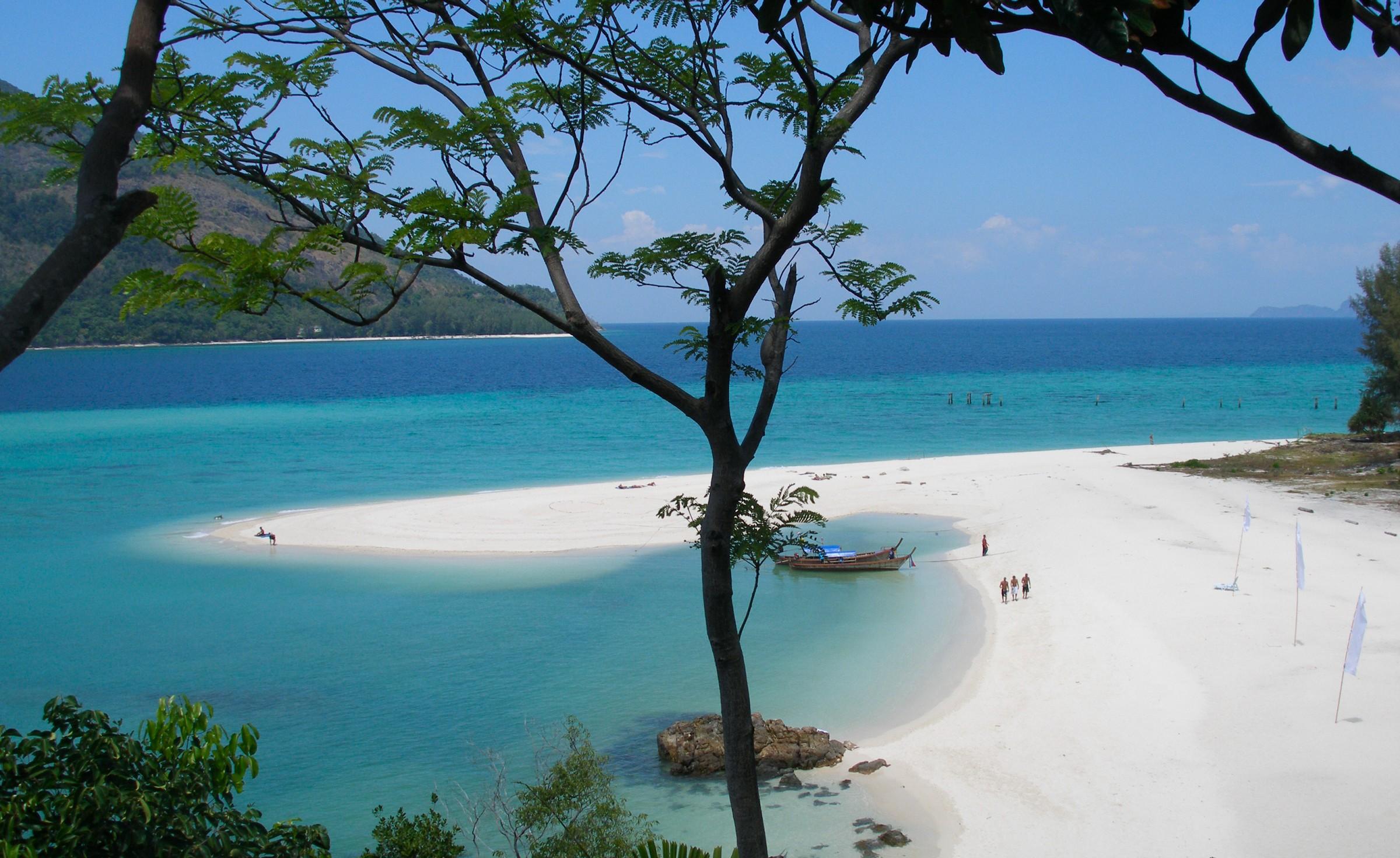 Koh_Lipe_island_coast