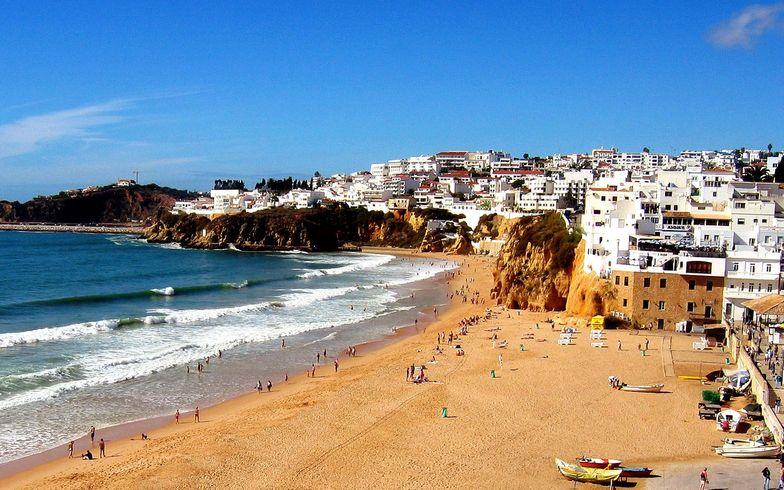Beach-in-Albufeira-Portugal
