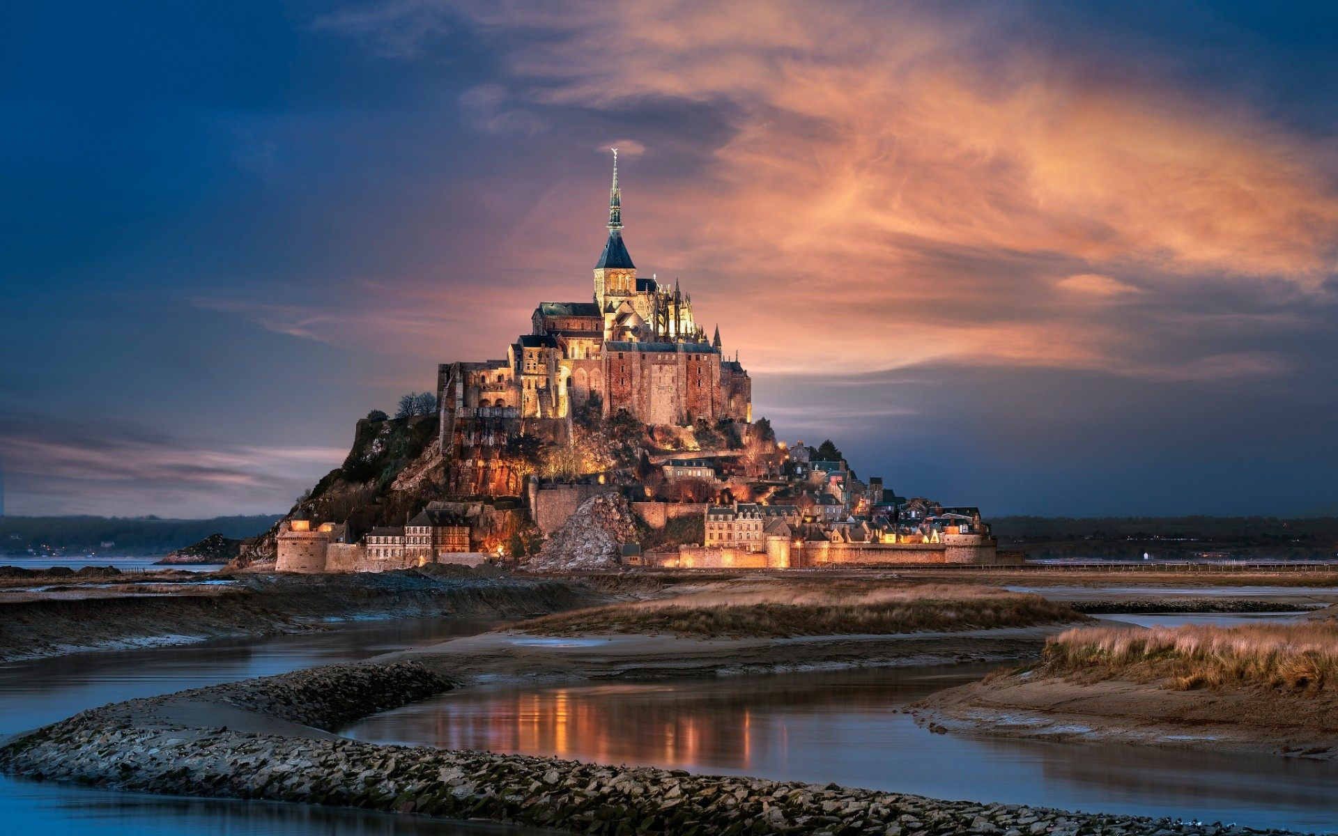 mont-saint-michel-france-amp