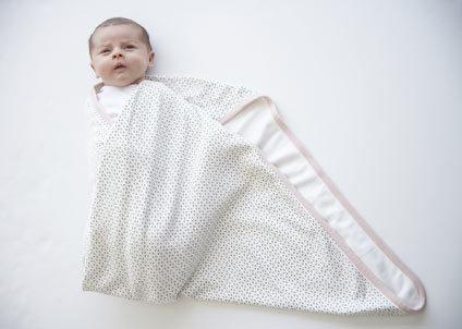 come fasciare un neonato: passaggio 3