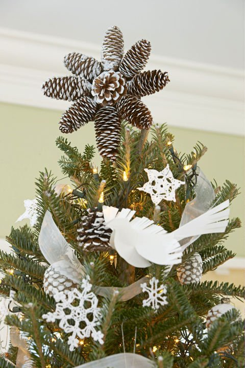 54ff94b8a277a-ghk-1212-pinecone-tree-topper-s2