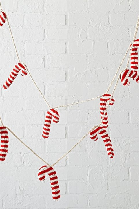 gallery-1505255383-candy-cane-garland