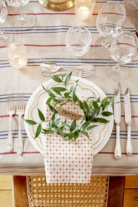 gallery-1510683945-stripes-rustic-christmas-table-setting