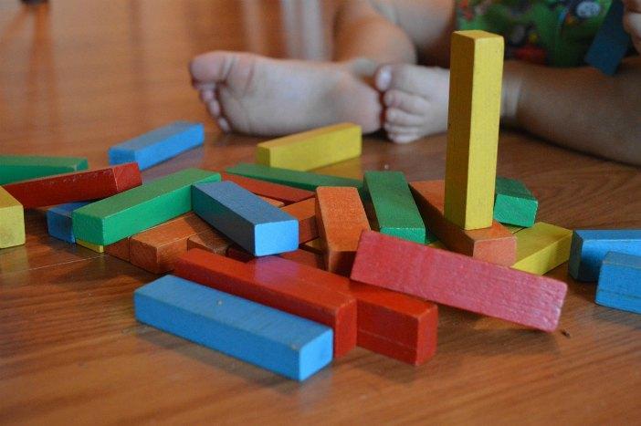 Migliori giochi Montessori per bambini di 1 anno