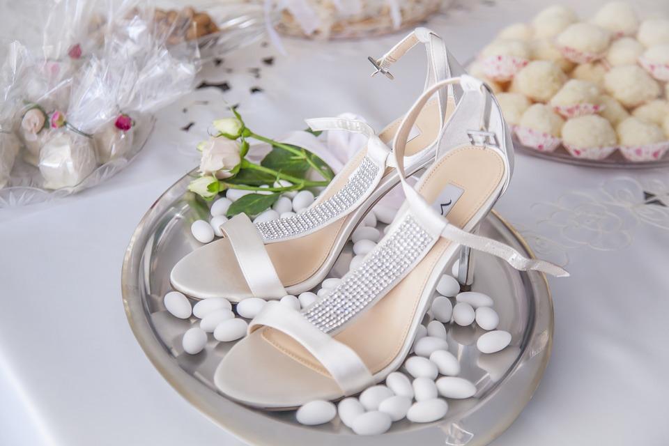 Idee e consigli per realizzare bomboniere di nozze a tema