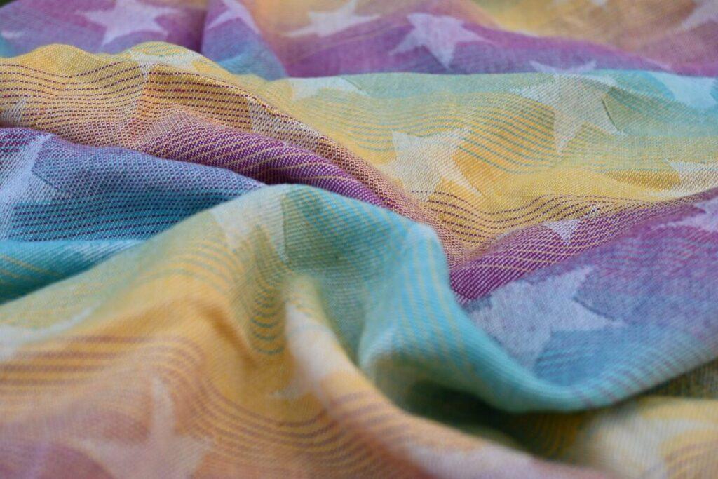 babywearing-yaro-stars-rainbow